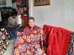 suharno-pemilik-usaha-batik-tradjumas-di-kelurahan-pengasinan-kecamatan-sawangan-kota-depok.jpg