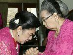 sunarti-sri-hardiyahi-kanan-ibu-kandung-dari-almarhumah-ani-yudhoyono-kiri.jpg