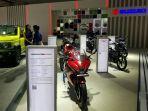 suzuki-menampilkan-produk-produk-sepeda-motor-unggulan-di-booth-suzuki.jpg
