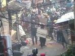 tawuran-di-kawasan-pasar-manggis-selasa-2072021.jpg
