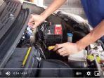 teknisi-mobil-di-bengkel-adi-motor-tengah-melakukan-servis-pada-mobil.jpg