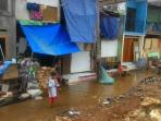 terendam-20151109banjir-warga-kampung-pulo-keluhkan-tak-ada-saluran-air_20151109_155927.jpg