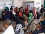 tiap-hari-ada-65-peserta-turun-kelas-perawatan-di-kantor-bpjs271.jpg