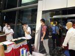 tim-all-england-indonesia-tiba-di-bandara-soekarno-hatta-senin-2232021-pukul-2000-wib.jpg