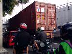 truk-trailer-alami-kendala-di-jalan-letjen-s-parma.jpg