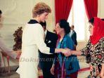 tutut-soeharto-bersalaman-dengan-lady-diana_20181025_124750.jpg