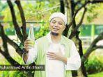 ustaz-arifin-ilham-mempromosikan-air-minum-azzikra_20180919_154839.jpg