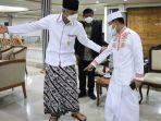 ustaz-dasad-latif-puji-sarung-batik-yang-dikenakan-gubernur-jawa-tengah-ganjar-pranowo.jpg