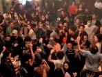 viral-foto-mengenai-kerumunan-di-sebuah-kafe260920201.jpg