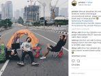 warga-berfoto-di-jalan-jakarta-yang-sepi_20180618_164431.jpg