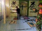 warga-dan-babinsa-saat-menyaksikan-aksi-vandalisme300920201.jpg
