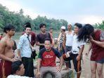 warga-desa-putut-nutug-ciseeng-kabupaten-bogor-mencari-remaja-yang-hanyut.jpg