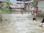 warga-di-bantaran-kali-ulu-kebanjiran1.jpg