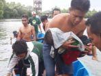 warga-evakuasi-korban-tenggelam-perahu-terbalik-di-wisata-jembatan-cinta.jpg