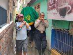 warga-harapan-mulya-kecamatan-medan-satria-kota-bekasi-tewas-kesetrum_banjir.jpg