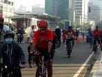 warga-manfaatkan-olahraga-bersepeda-di-bundaran-hi140620201.jpg