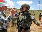 warga-palestina-dan-tentara-israel.jpg