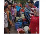 warga-pegadungan-jakarta-barat-dapat-air-bersih_20180902_133027.jpg