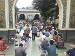 warga-salat-jumat-berjamaah-di-masjid-agung-sunda-kelapa050620201.jpg