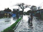 warga-tangerang-kebanjiran220301.jpg