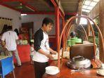 warung-soto-kauman-express-gratiskan-720-mangkuk-soto-2_20170817_145543.jpg