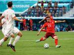 xherdan-shaqiri-saat-mencetak-gol-ke-gawang-spanyol-di-babak-perempatfinal-piala-eropa-2020.jpg