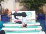 yoga-sambil-mengapung-di-air_20181008_165830.jpg