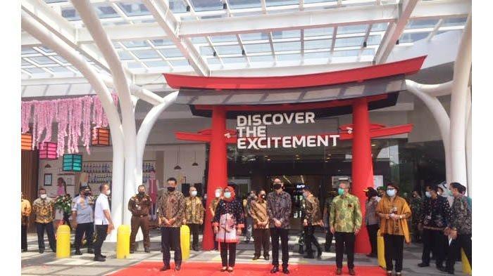 AEON Mall Sentul City menjadi pusat penjalan produk lokal Bogor. Keterangan foto: Bupati Bogor Ade Yasin meresmikan beroperasinya AEON Mall Sentul City, Rabu (11/11/2020).