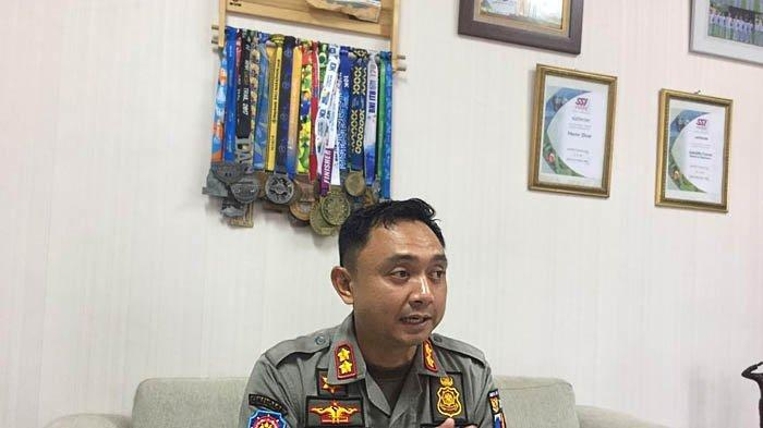Agustian Syach juga gemar olahraga lari. Tampak medali lomba lari yang berhasil dikumpulkannya.