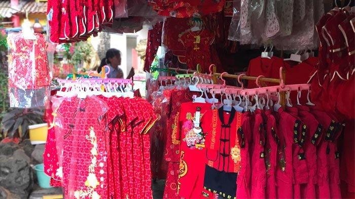 Warga Mulai Memburu Baju Shanghai dan Aksesoris Lampion