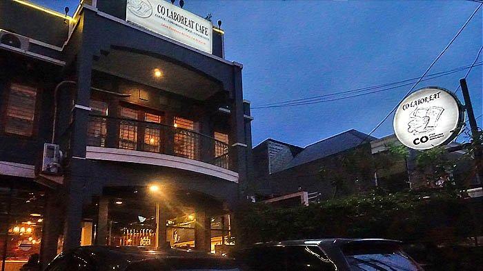 Tampak depan kafe Co-Laboreat di waktu senja.