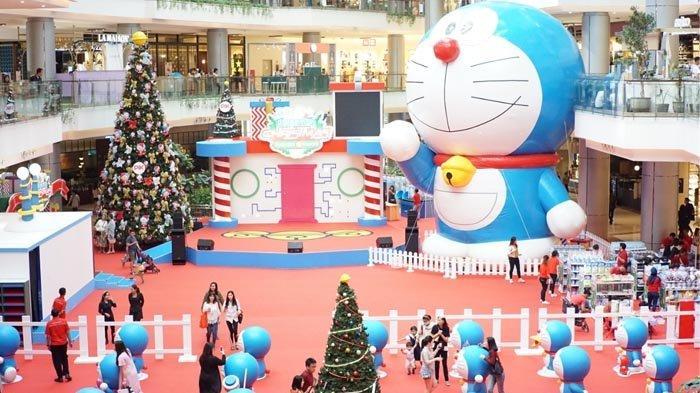 Pengunjung PIK Avenue Bisa Jajal Mesin Waktu Doraemon di Doraemon Christmas Gadget Town