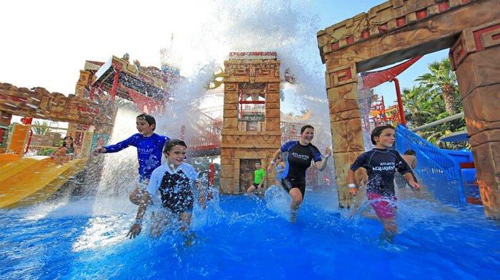 Taman hiburan air di resor Atlantis The Palm, Dubai.