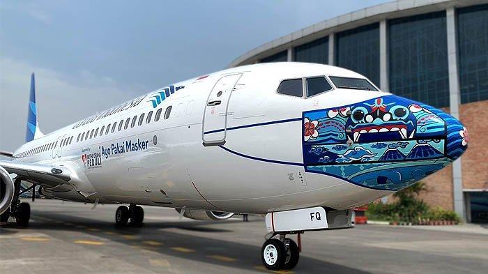 Gambar Barong Bali, motif Mega Mendung, dan gunung berapi dalam masker pesawat Garuda Indonesia, untuk mendukung kampanye Ayo Pakai Masker.