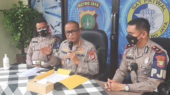 Kabid Humas Polda Metro Jaya, Kombes Yusri Yunus, ketika gelar perkara kasus Mafia Karantina, Rabu (28/4/2021) di Polda Metro Jaya.
