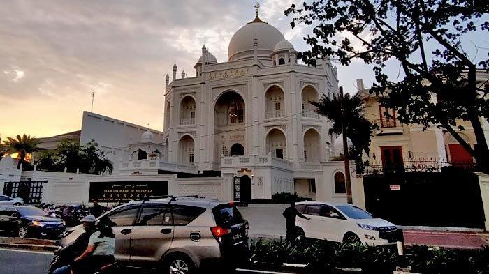 Masjid Ramlie Musofa terletak di Jalan Danau Sunter Selatan Raya, tepat di seberang Danau Sunter.