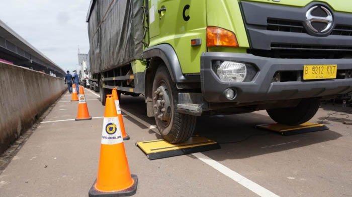 Operasi ODOL di Jalan Tol Jakarta - Cikampek Sasar Kendaraan Kelebihan Beban dan Dimensi