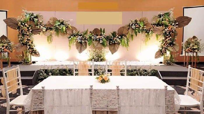 Hotel Santika Premiere Bintaro menawarkan paket pernikahan, yang sudah memperhatikan protokol kesehatan. Keterangan foto: Meja akad nikah di Hotel ASantika Premiere Bintaro.