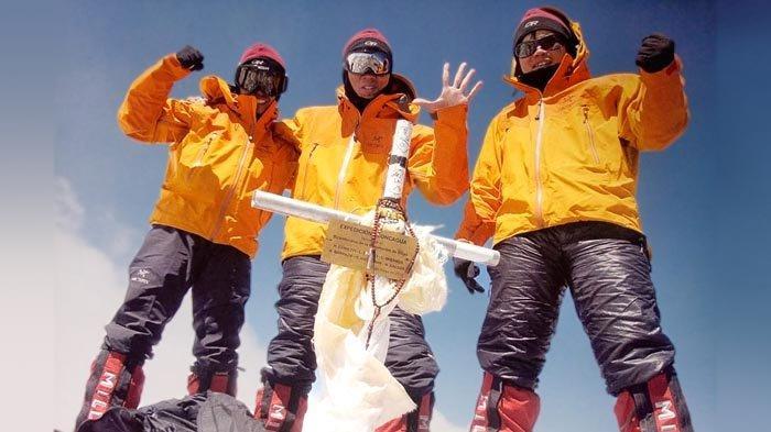 Tim Indonesia Seven Summits Expedition Mahitala Unpar mencapau puncak Gunung Aconcagua (6.960) pada 9 Januari 2011.