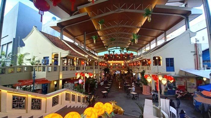 Kawasan Kuliner Petak 6 Di Chandra memiliki arsitektur dan dekorasi khas Cina.