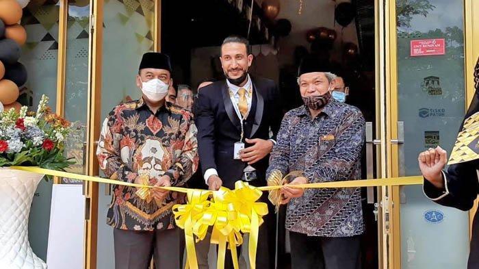Peresmian pembukaan kantor agen travel umroh dan haji Jannah Firdaus, di Rukan Venice Blok B, Jalan Kapuk Kamal Raya, Cengkareng, Jakarta Barat, Sabtu (31/10/2020).
