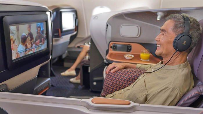 Para tamu di Restaurant A380 @Changi juga bisa menikmati hiburan dalam pesawat (in-flight entertainment).