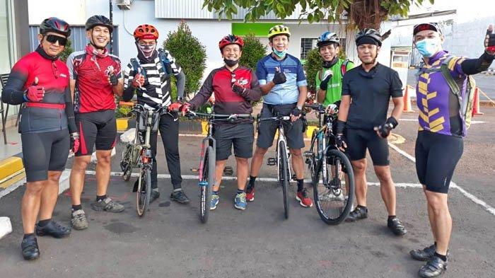 Anggota komunitas South City Loop dan Sepeda Sehat Senayan yang akan menyusuri Salak Loop pada Sabtu (24/10/2020).