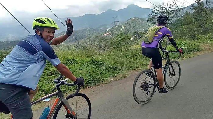 Bersepeda Menyusuri Salak Loop 1: Rekoneksi Pikkie dengan Alam