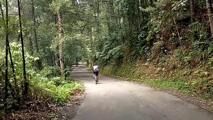 Bersepeda Menyusuri Salak Loop 2: Bertemu Mansur, Satu-satunya Pemuda Cikidang yang Bersepeda