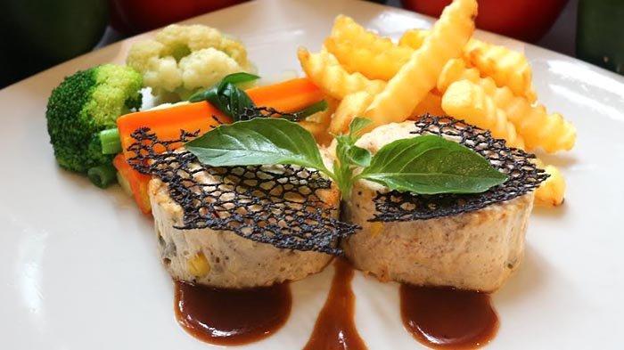 Chicken Galantine, kuliner Prancis di Kembang Sepatoe Restaurant. Menu ini cocok untuk mereka yang sedang diet rendah lemak.
