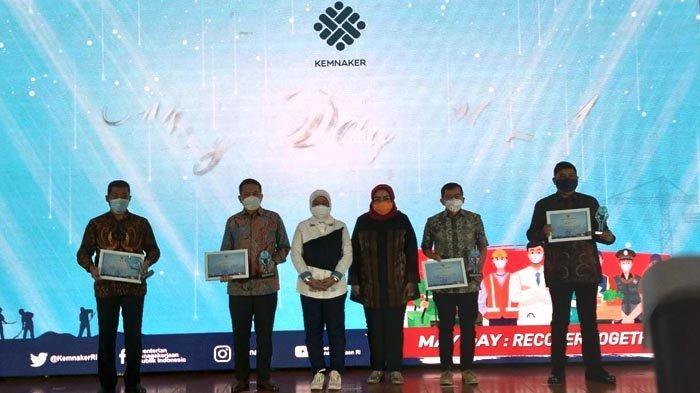 Santika Indonesia Hotels & Resorts menerima penghargaan, sebagai salah satu perusahaan yang bisa tetap bertahan dan mampu melakukan berbagai penyesuaian pada masa Pandemi Covid-19, Sabtu (1/5/2021).