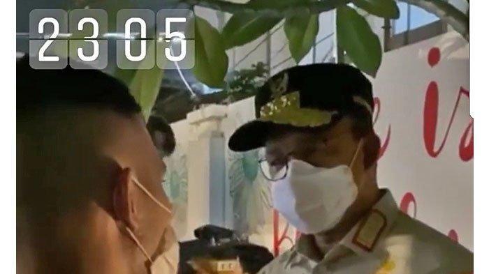 Gubernur DKI Jakarta, Anies Baswedan, memperingatkan pengelola Tebalik Kopi karena melanggar protokol kesehatan, Kamis (3/9/2020).