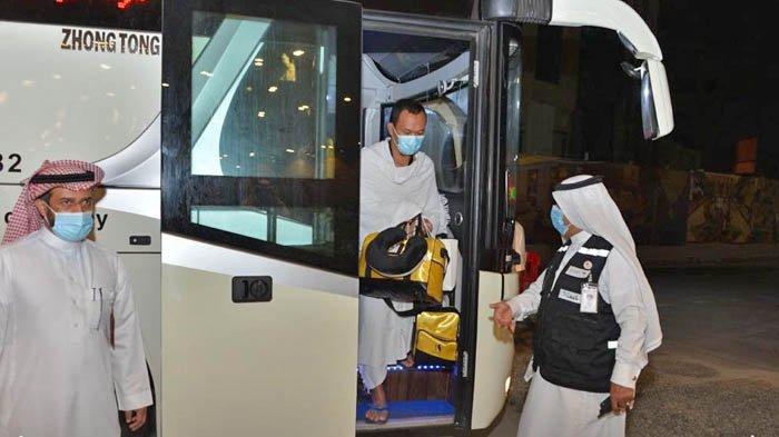 Jemaah umrah asal Indonesia tiba di hotel tempat dirinya akan menjalani masa karantina 3 hari, mulai Minggu (1/11/2020).