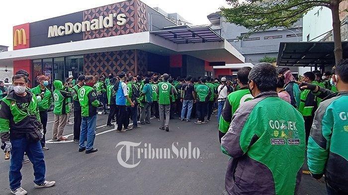 Penampakan Kerumuman Driver Ojol di McDonalds demi Orderan BTS Meal, sampai Antre Berjam-jam